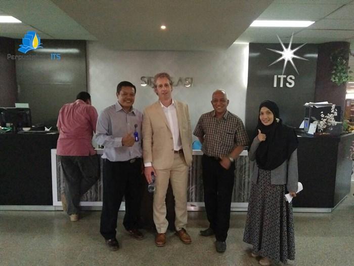 Kunjungan Mr. Jason dari Cardiff Metropolitan University England