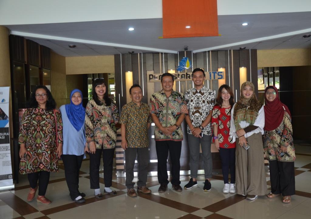 Telkom University Bandung lakukan Benchmarking di Perpustakaan ITS