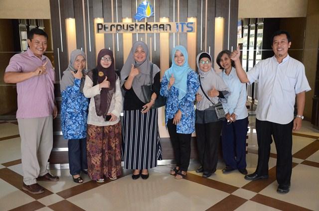 Staff Perpustakaan ITB Bandung Dan Perpustakaan Universitas Riau Mampir ke Perpustakaan ITS Surabaya