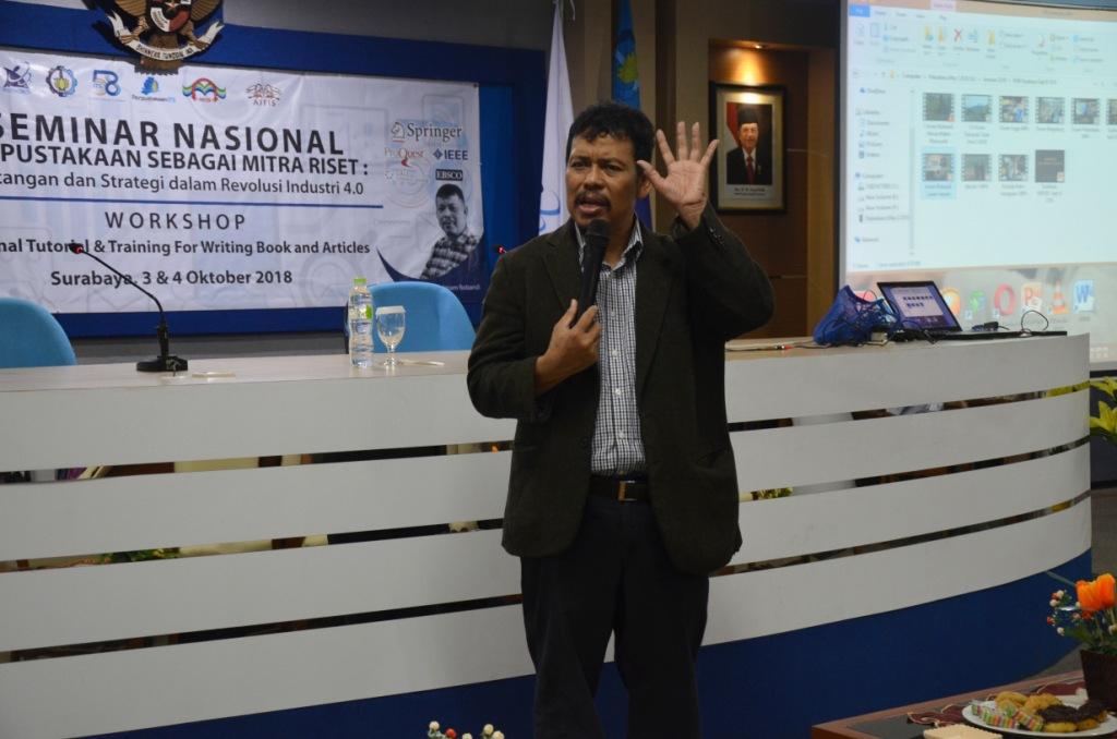 Prof. Imam Robandi wajibkan perserta workshop untuk membuat buku